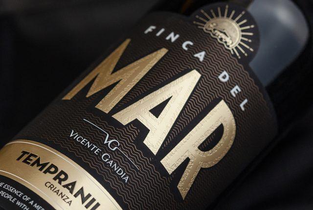 Rediseño de labelling - Diseño de etiqueta vinos Bodegas Vicente Gandía - Diseño para vinos Finca del Mar - Estudio de diseño Valencia Pixelarte