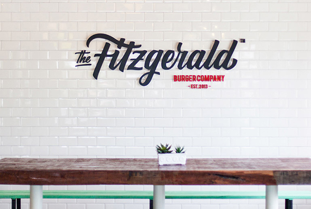 Marketing para restaurantes - Branding hamburguesería The Fitzgerald - Estudio de diseño gráfico Valencia Pixelarte
